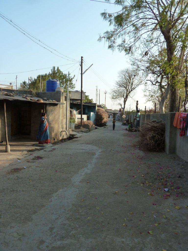 dharangaon-wijk-waar-de-kinderen-wonen